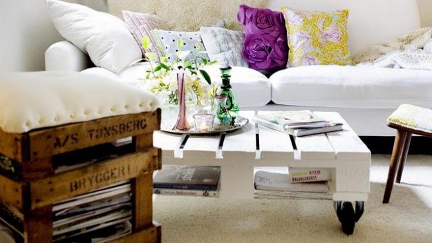 mesa de centro de pallet e pufe banco biblioteca feito de madeira de pallet
